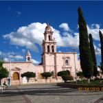 La iglesia y la plaza de Cocula, México
